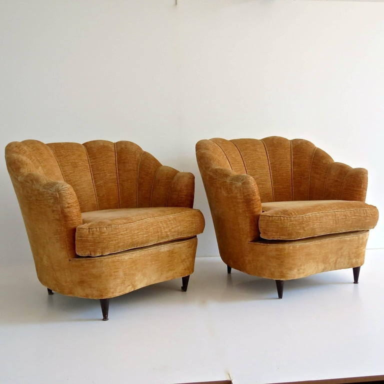 Fine and elegant pair of armchairs attributed to Guglielmo Ulrich, 1950 Original velvet coating, walnut gold velvet  Very good condition Measures: Height 85cm 92 x 88 cm; seat height 47 cm, arm height 64 cm.