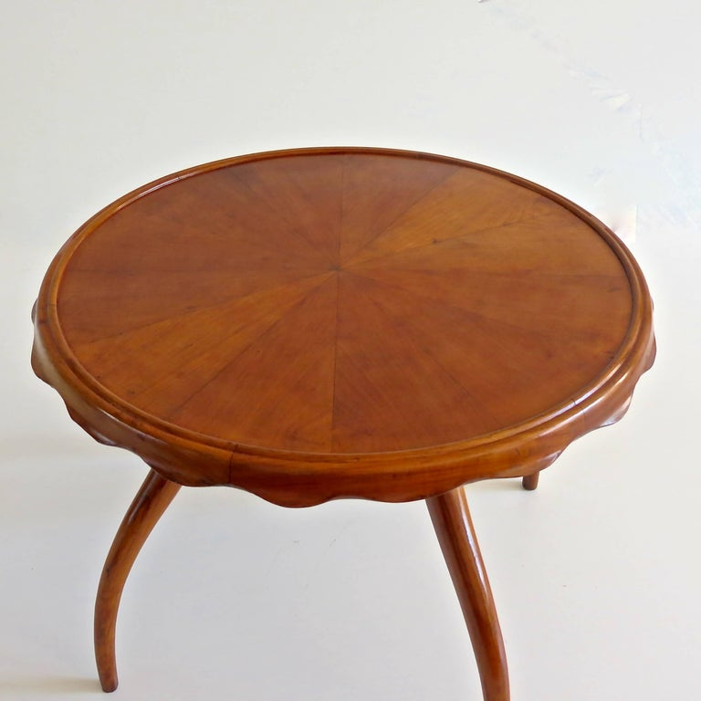 Osvaldo Borsani Midcentury Blond Walnut Round Coffee Table, 1940 In Good Condition For Sale In Rome, IT