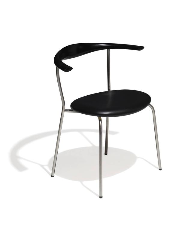 Hans Wegner Pp701 Bull Horn Dining Chairs in Black Lacquer, Leather and Steel For Sale 3