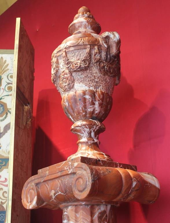 Pair of French 19th Century Red Marble Columns with Vases in Neoclassic Style For Sale 1