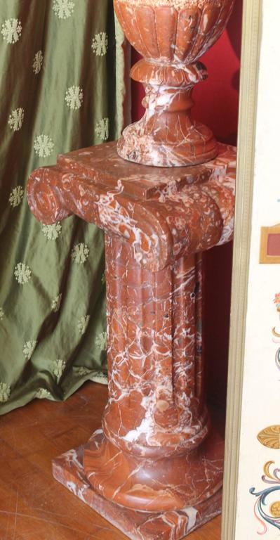 Pair of French 19th Century Red Marble Columns with Vases in Neoclassic Style For Sale 4