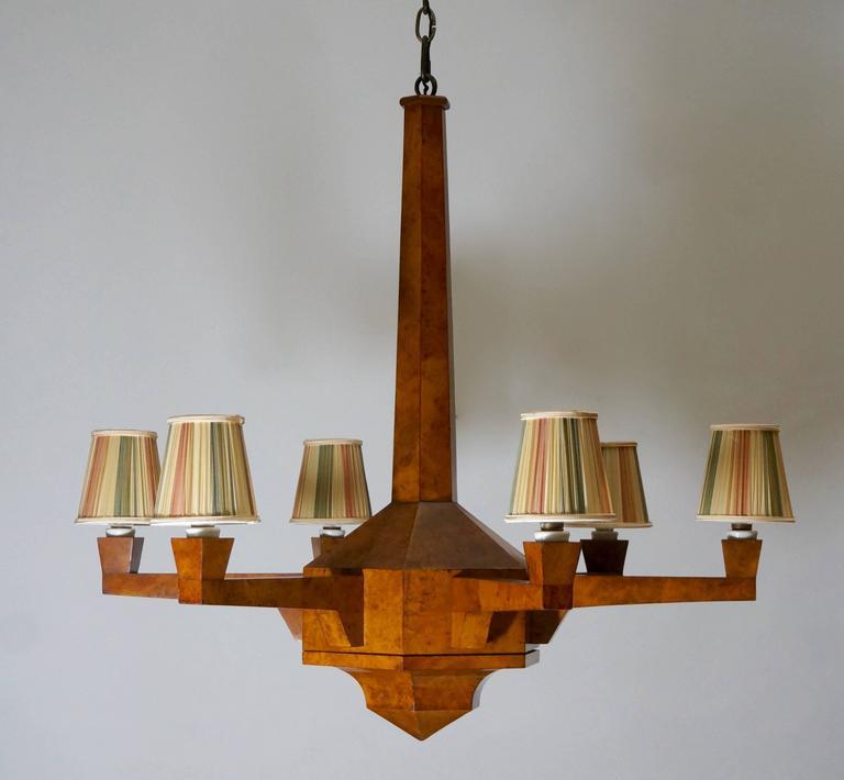 Elegant Art Deco six-arm chandelier in walnut wood. Diameter:90 cm. Height:85 cm.