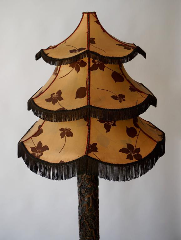 1920s Fine Antique Chinese Rosewood Carved Table Lamp with Pagoda Shade For Sale 2