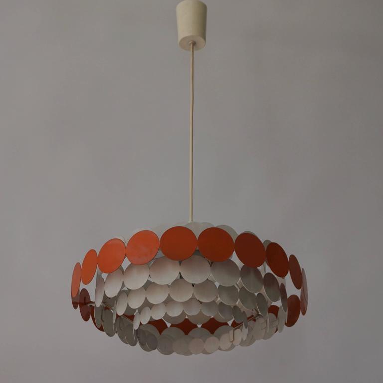 One Doria pendant light. Diameter 42 cm. Height 16 cm.