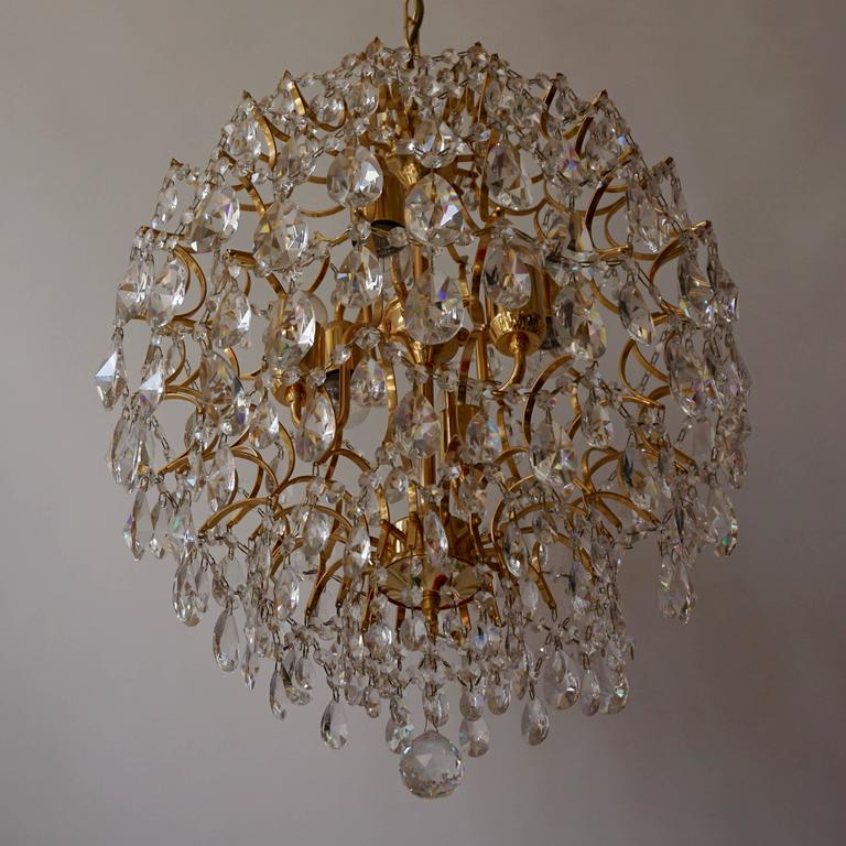 Mid-Century Modern Italian Chandelier in Brass and Crystal  For Sale