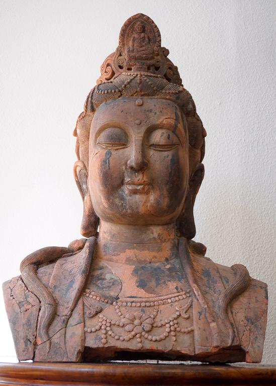 Massive Larger Than Life Terracotta Bust of Guan Yin, Early 20th Century, China In Good Condition For Sale In Antwerp, BE