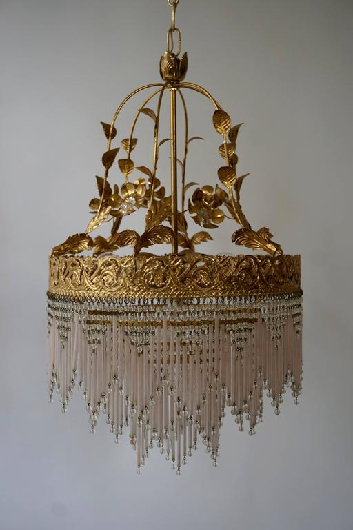 Italian glass and brass chandelier. Diameter: 40 cm. Height: 65 cm. Total height with the chain: 100 cm. Four E14 bulbs.