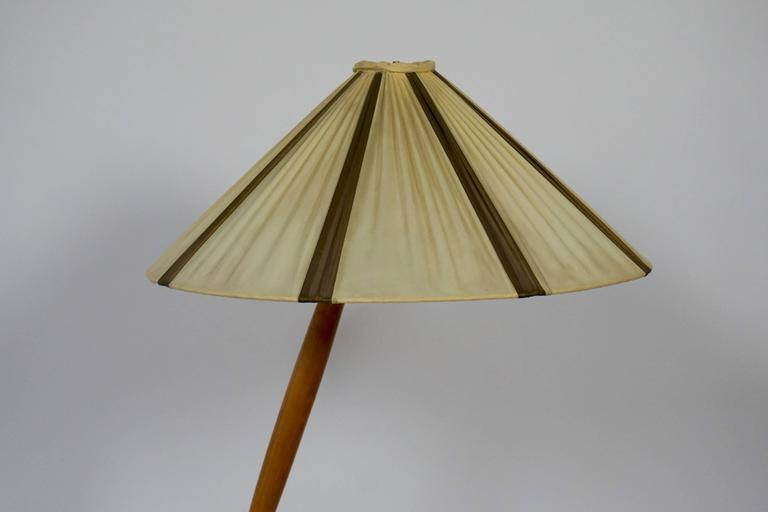 20th Century  Floor Lamp in Brass and Wood For Sale