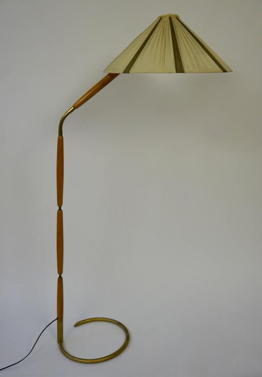 Mid-Century Modern  Floor Lamp in Brass and Wood For Sale