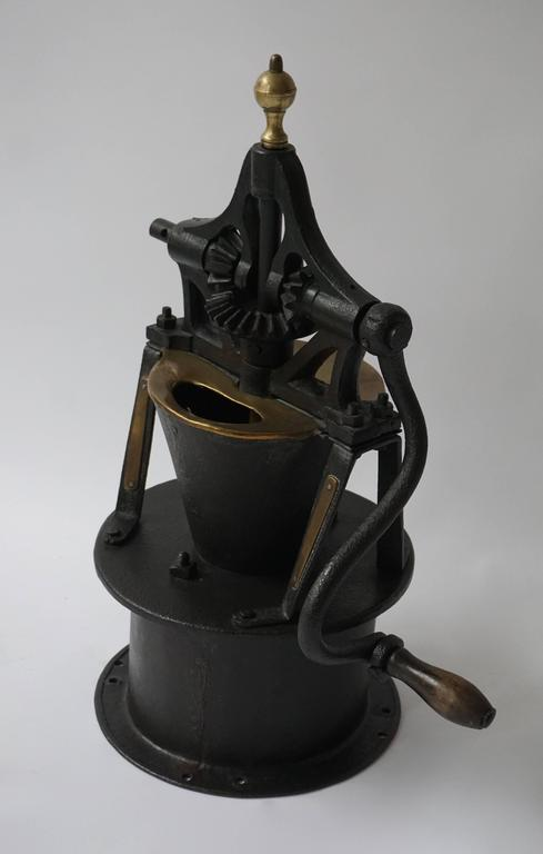 Decorative Coffee Grinder In Good Condition For Sale In Antwerp, BE