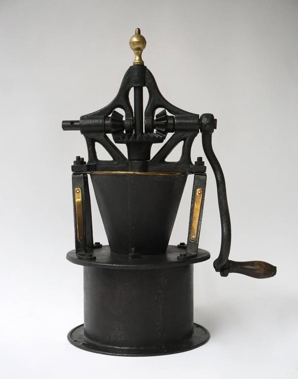 An early Industrial coffee grinder. Measures: Height 60 cm, width 40 cm, depth 26 cm.