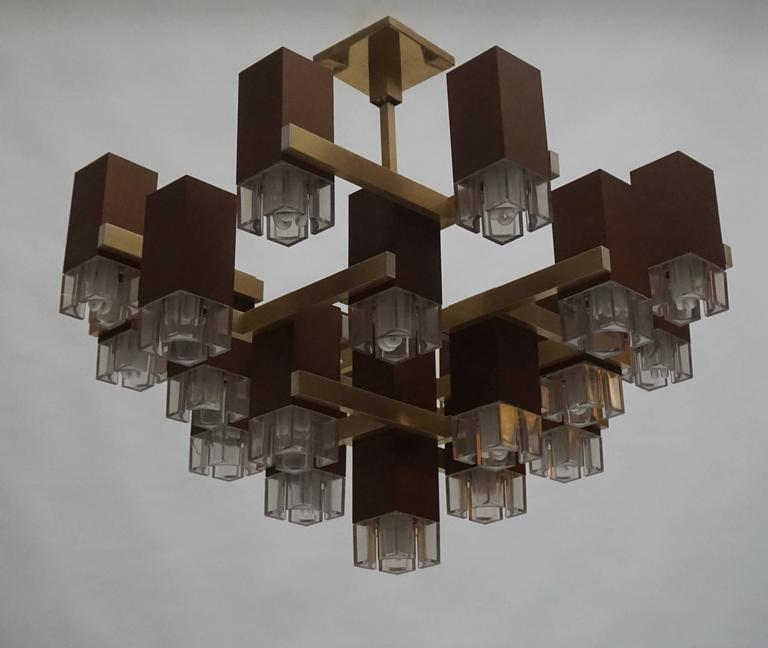 Pristine Sciolari 20 Cubic Lacquered Brass Chandelier, 1970s, Italia In Good Condition For Sale In Antwerp, BE