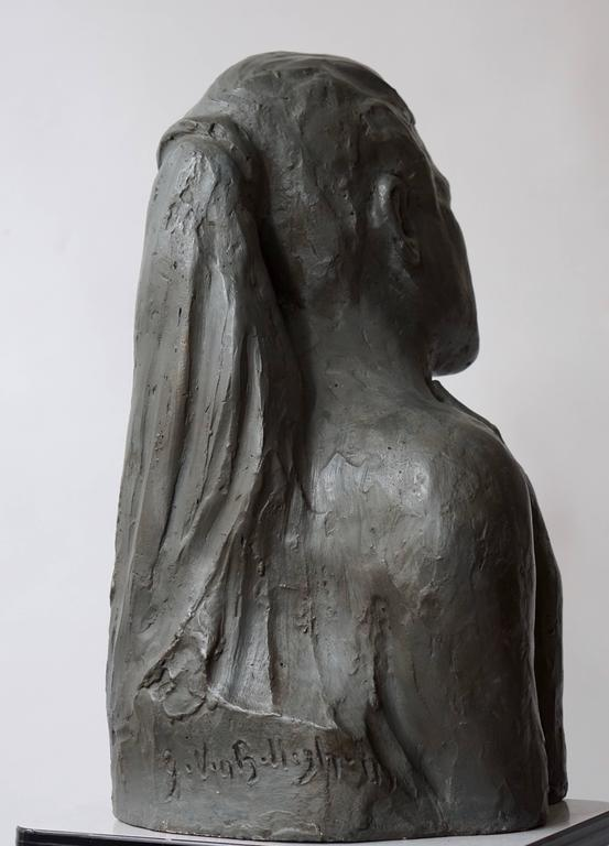 20th Century Sculpture of a Mother with Baby For Sale