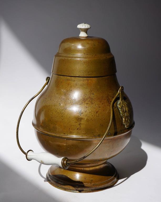 19th century copper pot. Measures: Diameter 25 cm. Height 39 cm.