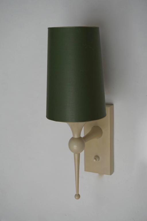 Two Italian1950s wall lights. Measures: Height 37 cm. Width 13 cm. Depth 20 cm.