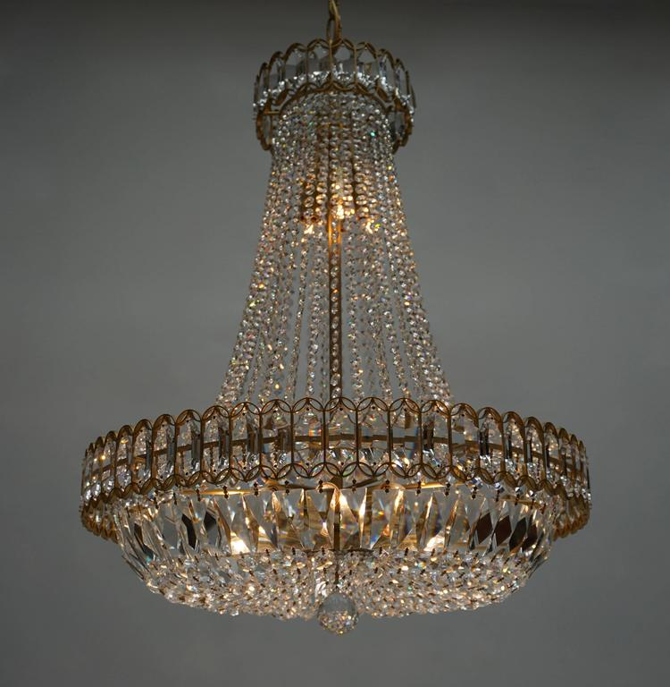 20th Century Crystal and Brass Chandelier For Sale