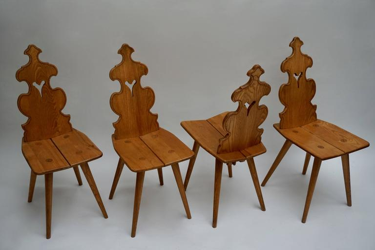 Set of Four Wooden Chairs In Excellent Condition For Sale In Antwerp, BE