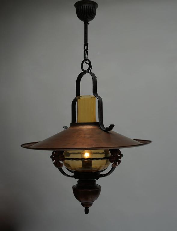 Copper and glass pendant light. Measure: Diameter 50 cm. Height fixture 65 cm. Total height with the chain 85 cm. One E27 bulb.