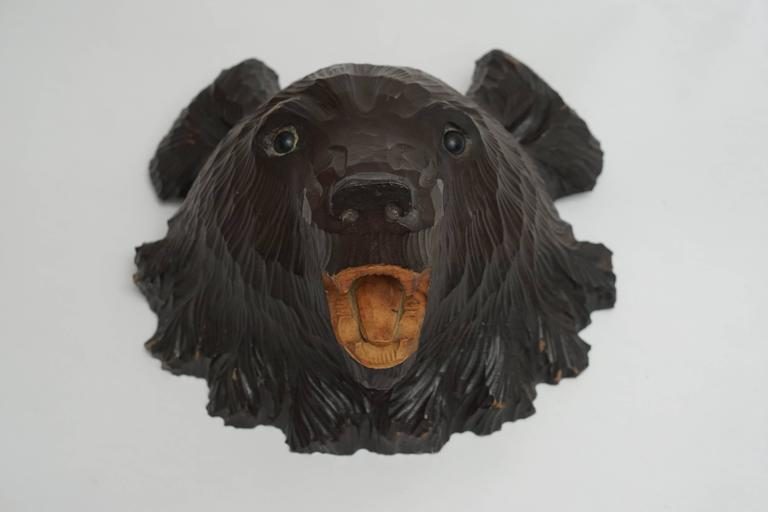 Hand-Carved Wooden Black Forest Bear In Excellent Condition For Sale In Antwerp, BE