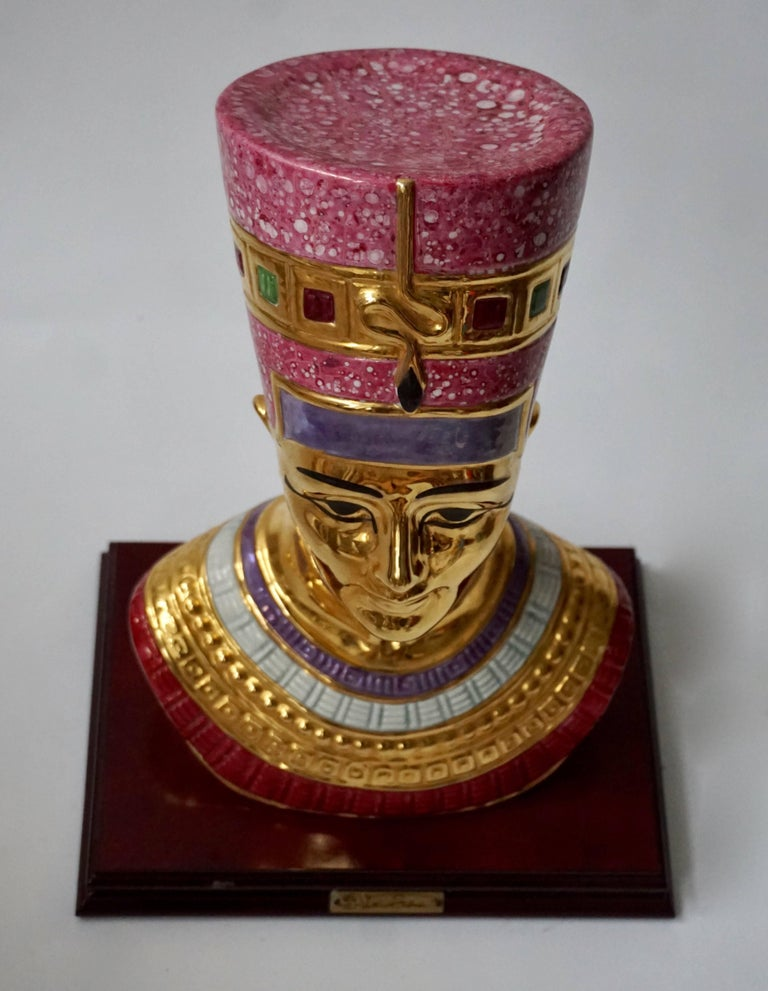 Porcelain Bust of Nefertiti by Vittorio Sabatini, 20th Century In Excellent Condition For Sale In Antwerp, BE
