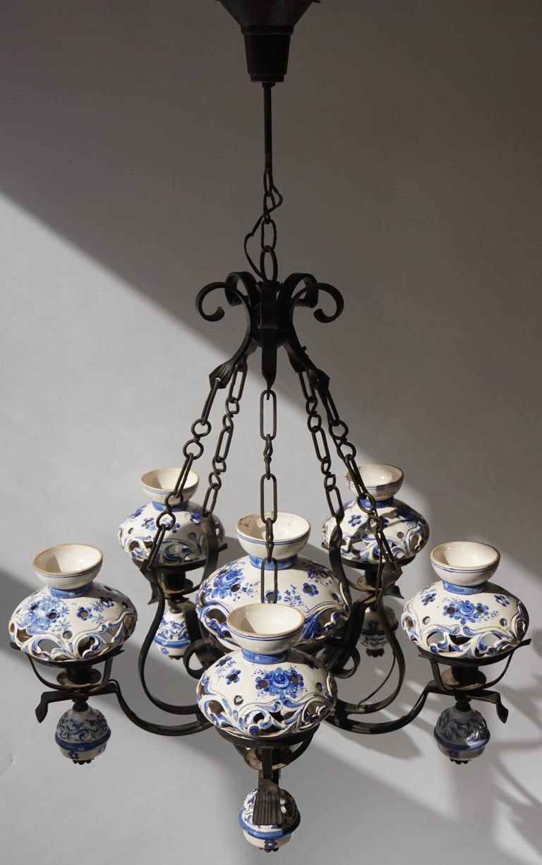 Unique and Beautiful Antique Delft Blue Oil Lamp Chandelier In Good Condition For Sale In Antwerp, BE