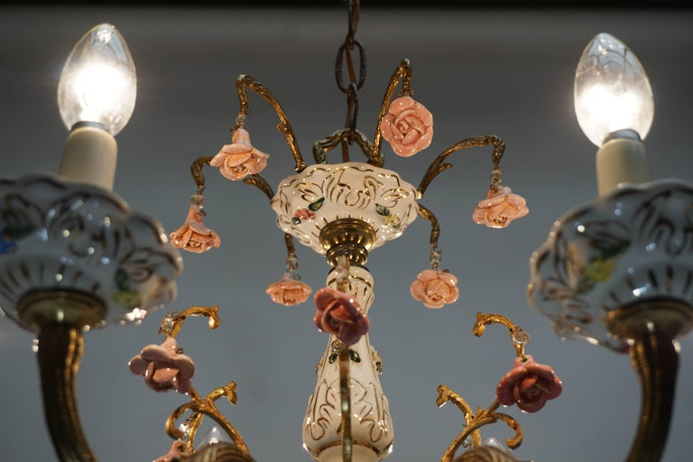 Gilt Iron with Porcelain Flowers Chandelier In Good Condition For Sale In Antwerp, BE