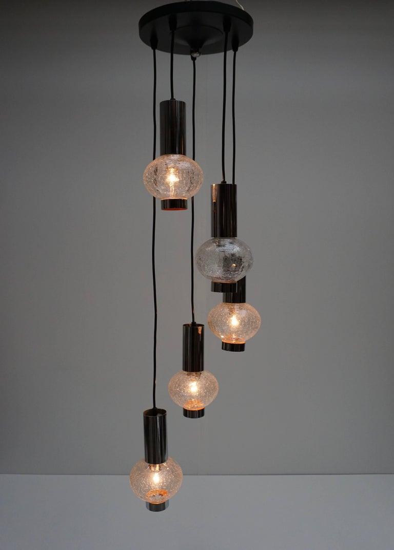 Italian Murano glass pendant light with five E14 bulbs. Measures: Diameter 32 cm. Height 120 cm.