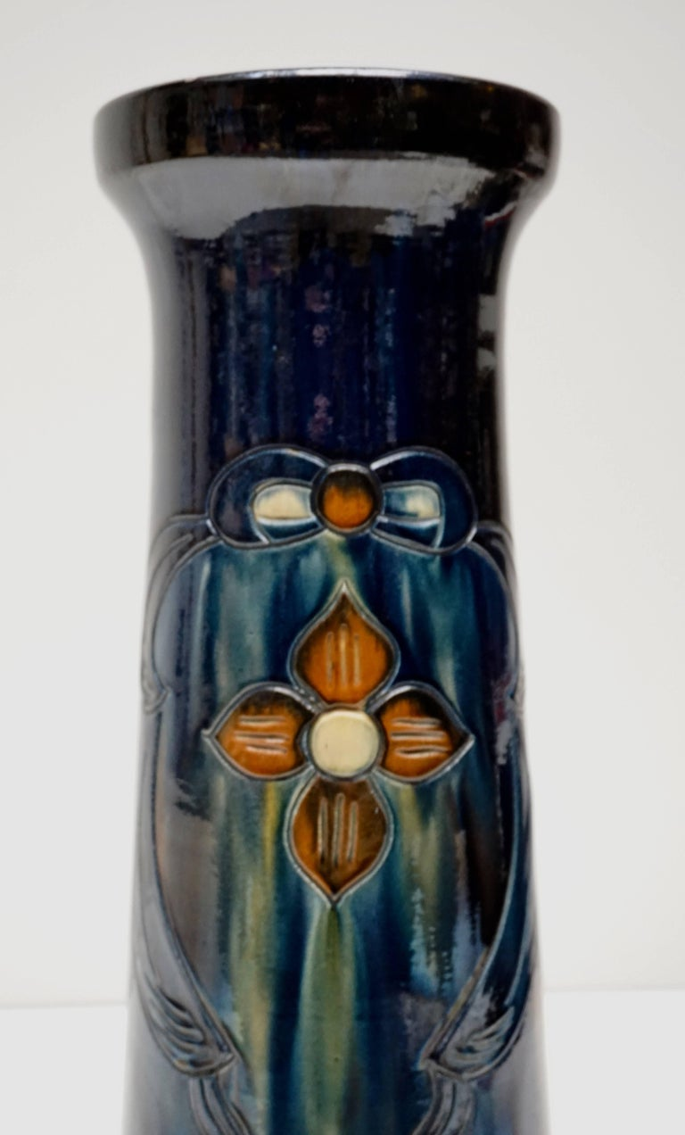 Big Richly Glazed Hand Thrown Ceramic Handled Planter on a Column In Good Condition For Sale In Antwerp, BE