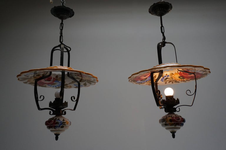 Two Porcelain Pendant Lights In Good Condition For Sale In Antwerp, BE