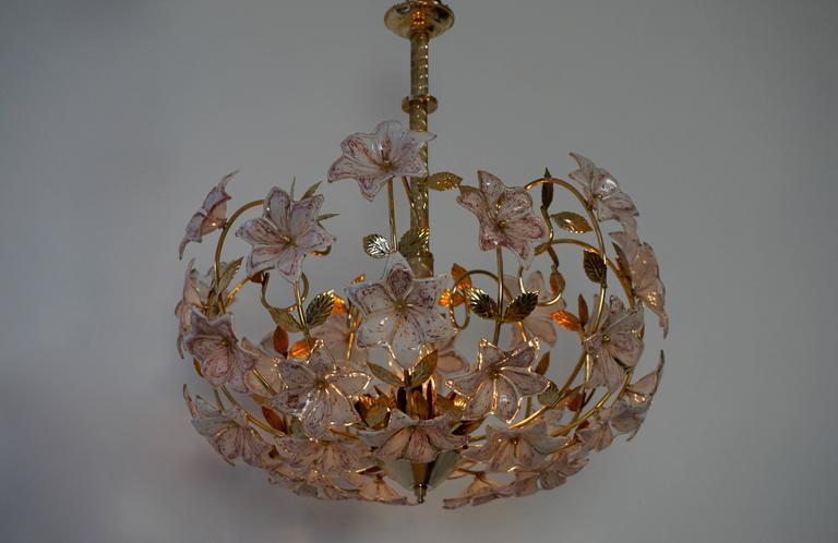 20th Century Italian Murano Flower Chandelier with Gold Colored Brass Leaves For Sale