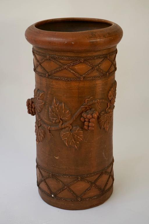 Terracotta vase or umbrella stand. Measures: Height 55 cm. Diameter 30cm.