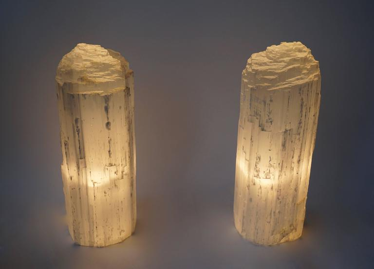 Mid-Century Modern One Selenite Rock Crystal Quartz Table Lamp For Sale