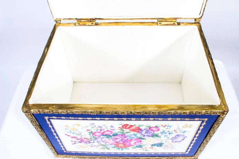 Large Hand-Painted Navy Sèvres Porcelain Casket For Sale 3
