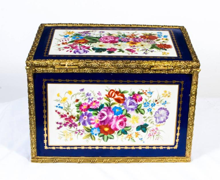 Large Hand-Painted Navy Sèvres Porcelain Casket For Sale 1