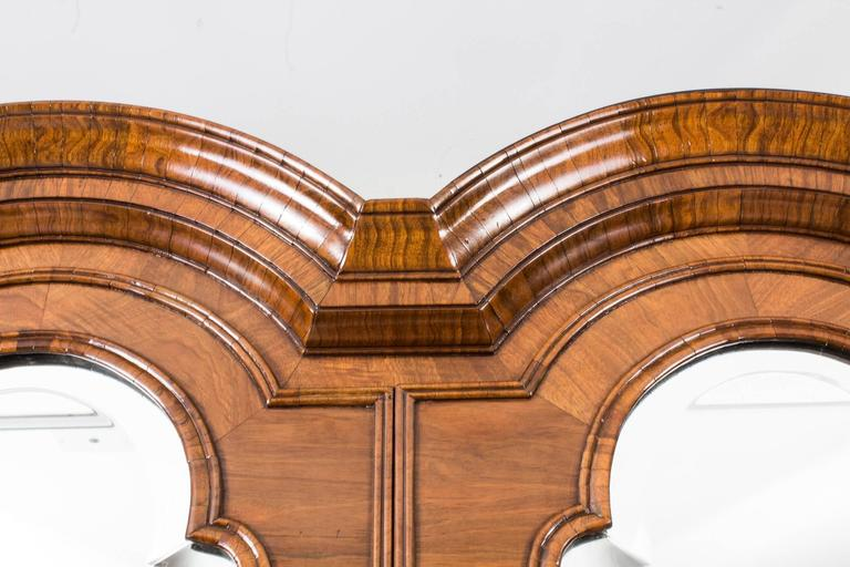 18th Century Queen Anne Double Dome Burr Walnut Bureau Bookcase In Excellent Condition For Sale In London, GB