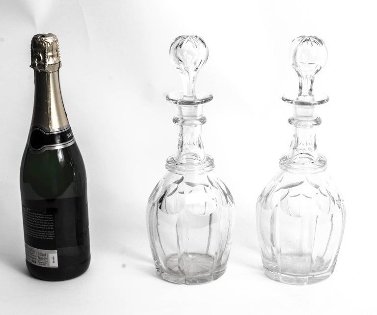 Early 20th Century Pair Cut-Glass Decanters and Stoppers For Sale 4