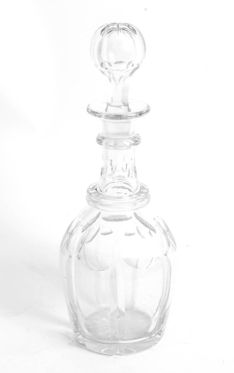 Early 20th Century Pair Cut-Glass Decanters and Stoppers In Excellent Condition For Sale In London, GB