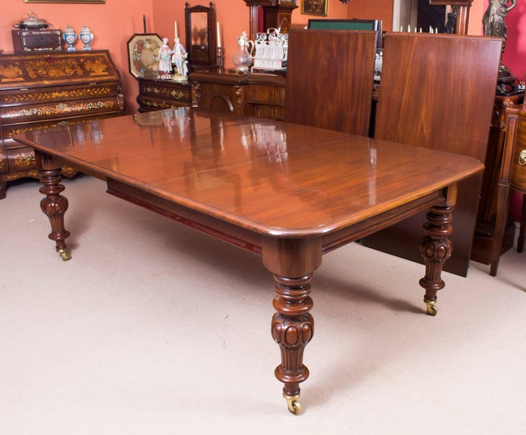 Mid 19th Century Victorian 12 Ft Flame Mahogany Extending Dining Table For