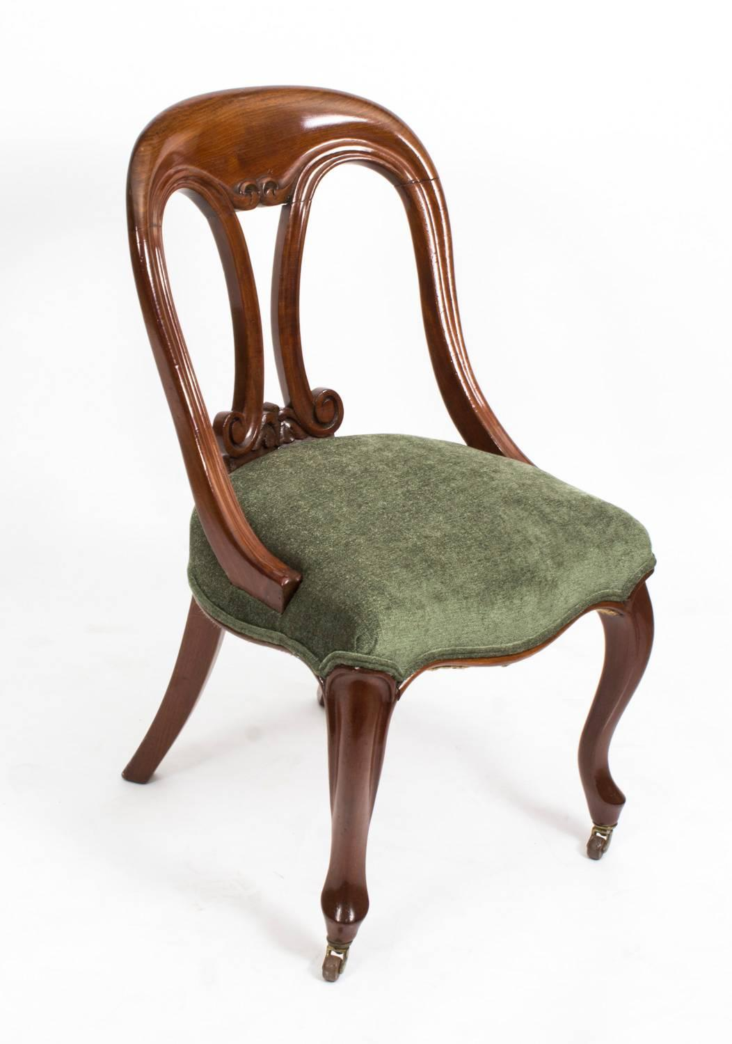Merveilleux 19th Century Pair Of Victorian Mahogany Fiddle Back Side Chairs At 1stdibs