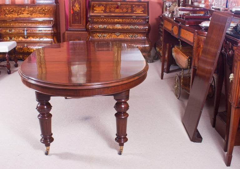 Mid-19th Century 19th Century Victorian Oval Extending Dining Table For Sale