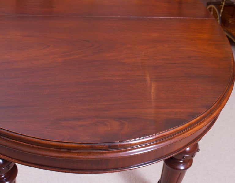 19th Century Victorian Oval Extending Dining Table In Excellent Condition For Sale In London, GB