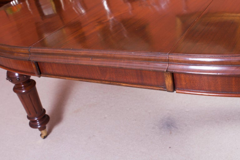19th Century Victorian Oval Extending Dining Table For Sale 2