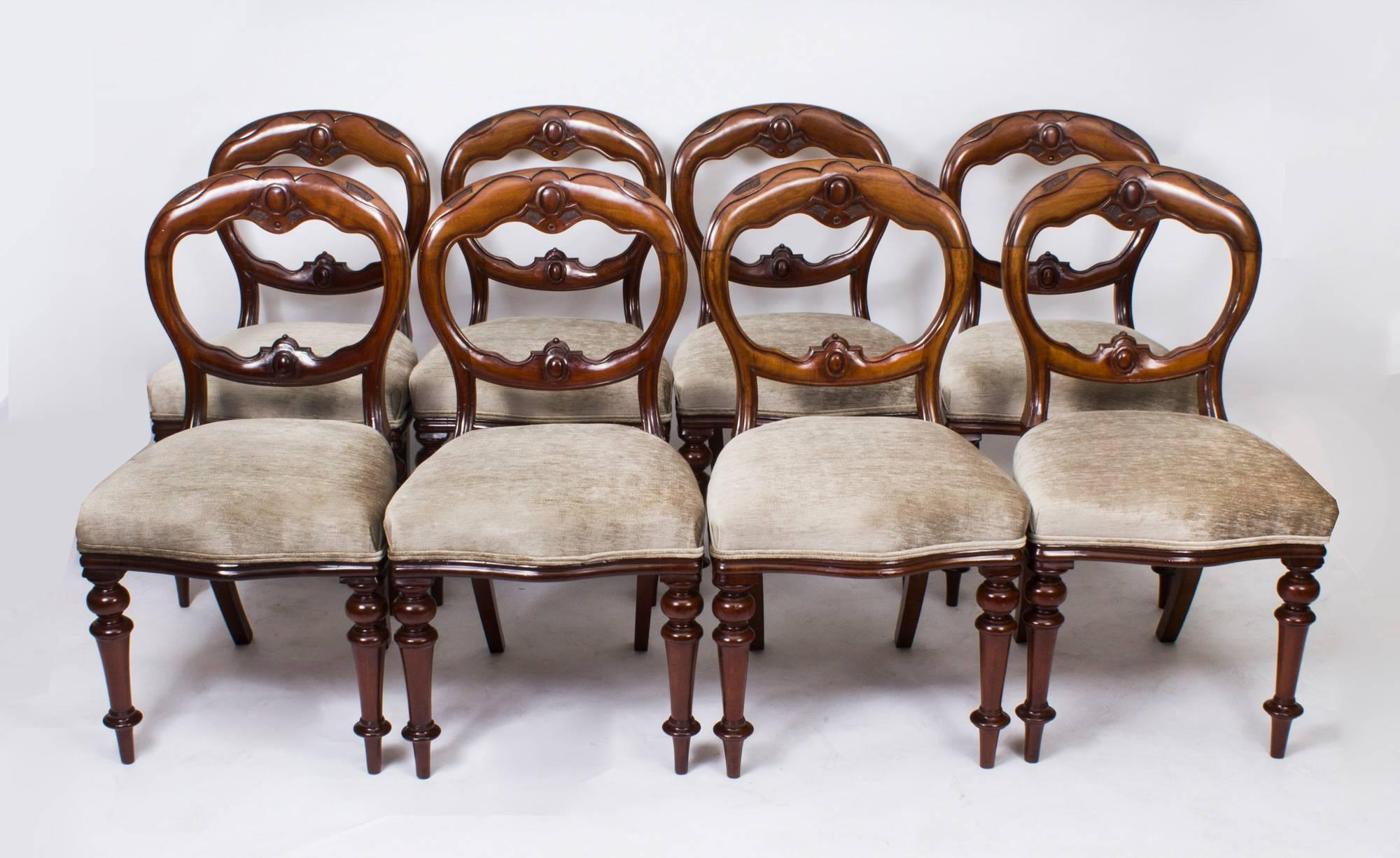 19th Century Victorian Oval Dining Table And Eight Antique Chairs For Sale 2