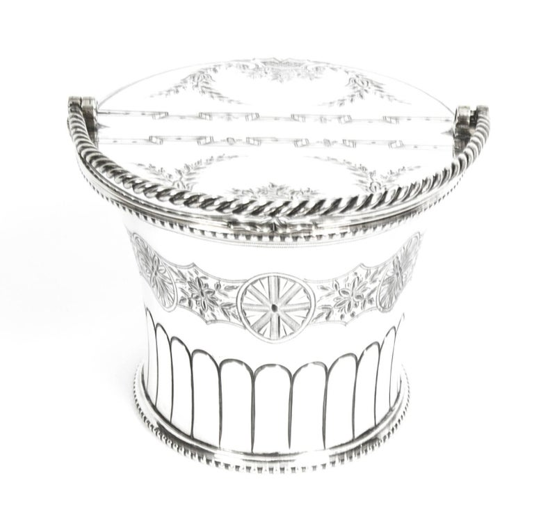 Antique Silver Plated Victorian Sweet Basket 19th Century In Excellent Condition For Sale In London, GB