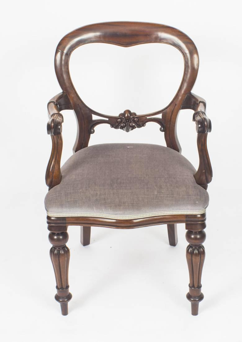 Vintage Set Of Ten Victorian Style Balloon Back Dining Chairs In Excellent  Condition For Sale In