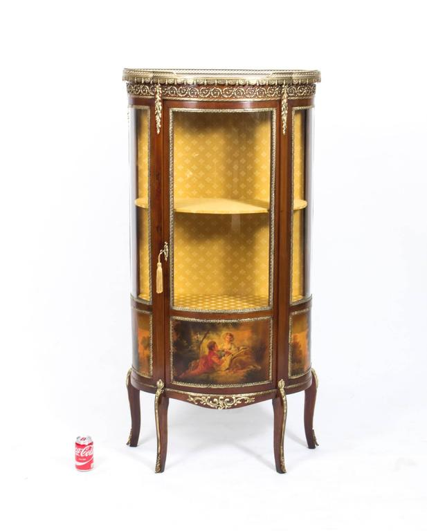 Antique French Vernis Martin Cabinet Vitrine, circa 1900 In Excellent  Condition For Sale In London - Antique French Vernis Martin Cabinet Vitrine, Circa 1900 At 1stdibs