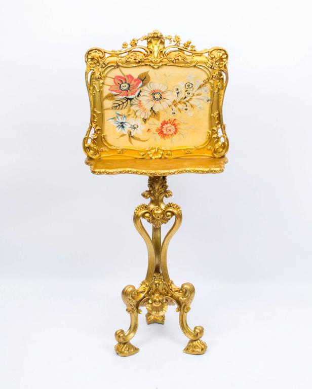 This is a beautiful English antique Victorian giltwood screen, circa 1850 in date. 