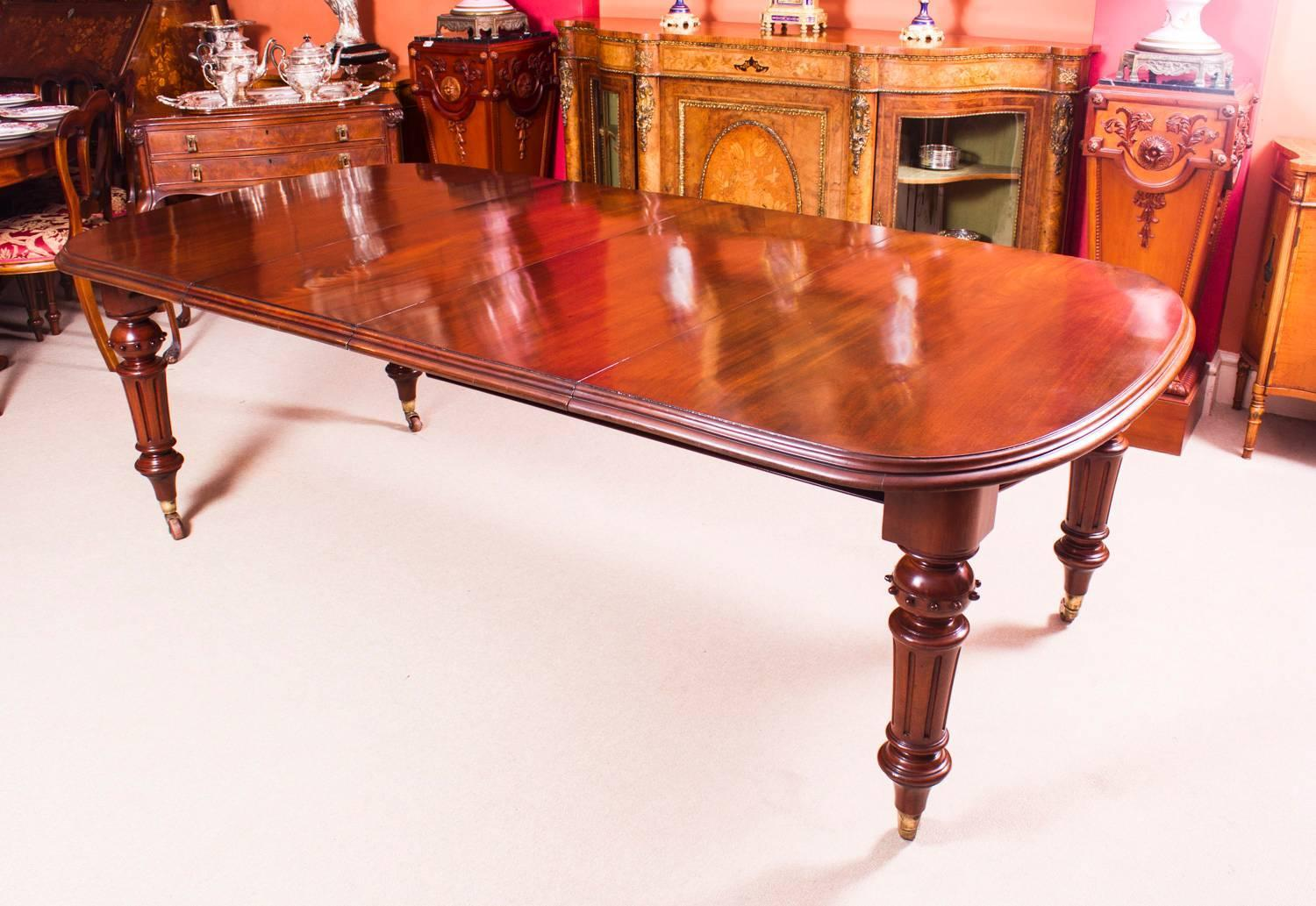 Antique Victorian Walnut Dining Table And Eight Balloon Back Chairs At 1stdibs