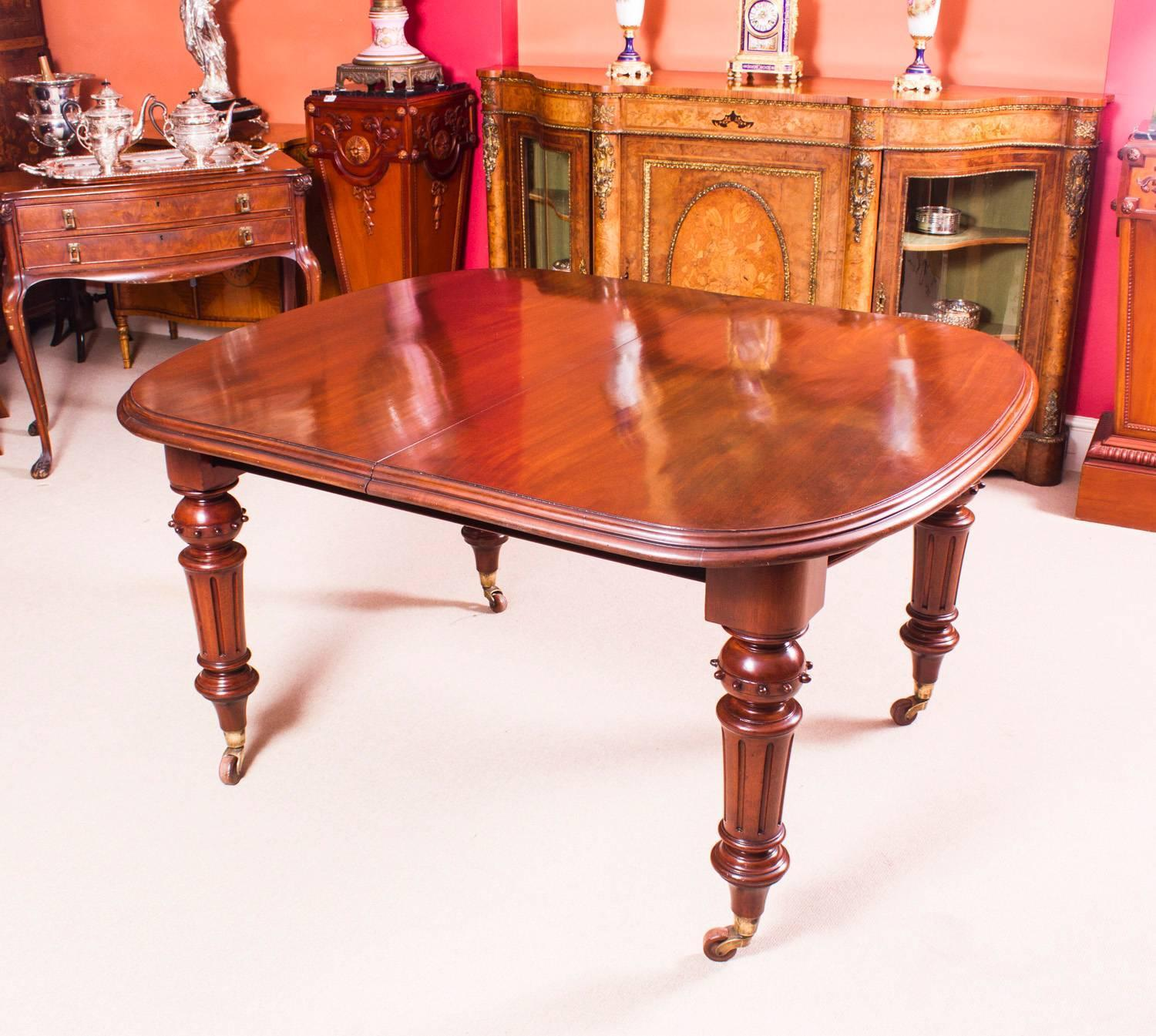 Antique victorian walnut dining table and eight balloon for Dining room tables victorian