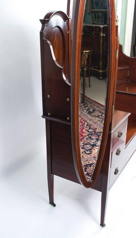 Early 20th Century Edwardian Mahogany Triple Mirror Dressing Table For Sale 4